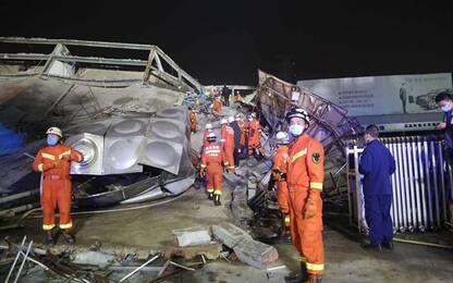 Coronavirus, hotel crollato in Cina: almeno 10 i morti, 23 i dispersi