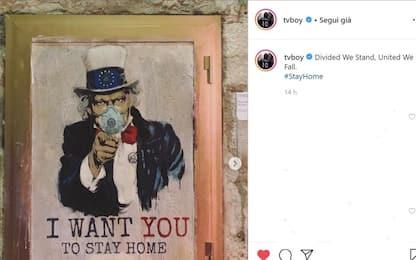 Coronavirus, a Barcellona spunta il murales di TvBoy: restate a casa
