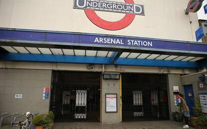 Coronavirus, UK: metro di Londra piena nonostante il lockdown. VIDEO