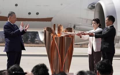 """Tokyo, fiamma olimpica in Giappone. Cio: """"Prematuro rinvio"""""""