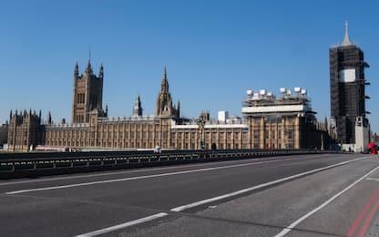 Coronavirus, il Parlamento britannico anticipa la chiusura pasquale