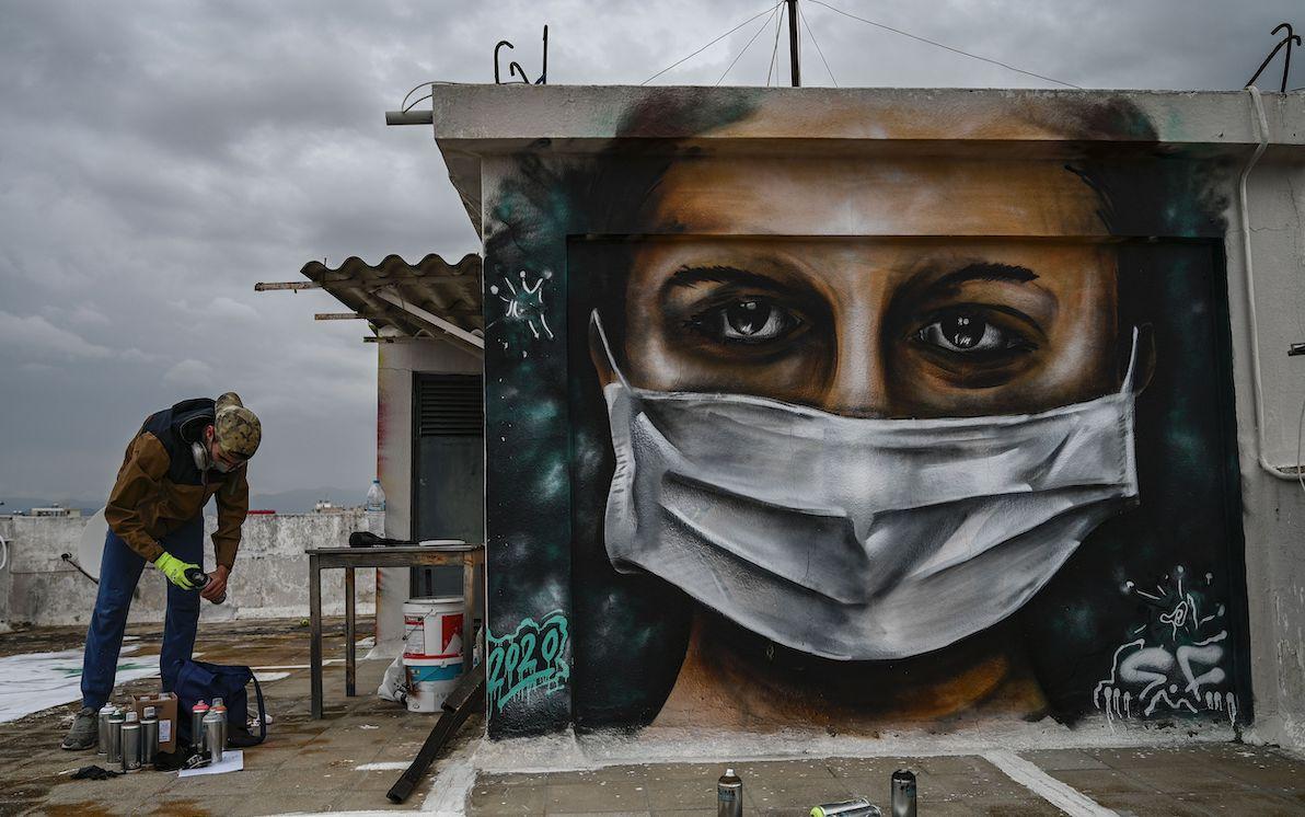 Disegni Sui Muri Di Casa il coronavirus non ferma lo street art nel mondo. foto