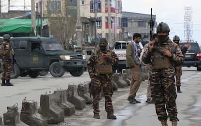 Kabul, assalto tempio sikh-indù: 150 ostaggi, 25 morti. Isis rivendica
