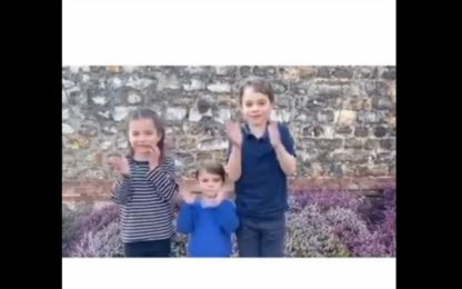 Coronavirus Uk, applauso per medici da Charlotte, Louis e George.VIDEO