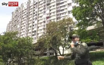 Coronavirus, in Colombia la polizia canta per invitare le persone a stare in casa. VIDEO