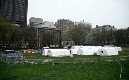 Coronavirus, a Central Park un ospedale da campo. FOTO