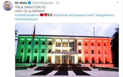 Albania, a Tirana il palazzo presidenziale è tricolore. VIDEO