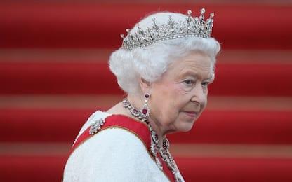 Coronavirus Uk, Regina Elisabetta compie 94 anni senza colpi cannone