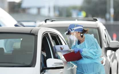 Coronavirus, in Australia test dalla macchina a Bondi Beach