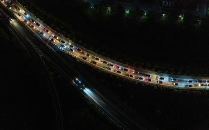 Coronavirus, Wuhan riapre: 1,8 milioni di auto in strada