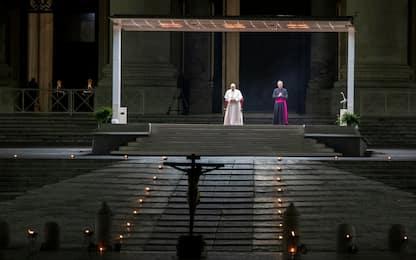 Venerdì Santo, la Via Crucis del Papa a San Pietro. FOTO