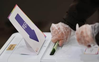 Coronaviru, Corea Sud al voto con guanti e mascherine. FOTO