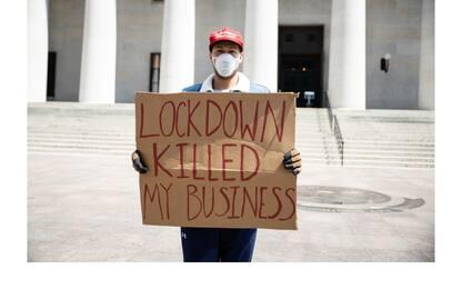 Coronavirus, negli Usa protesta contro il lockdown. FOTO