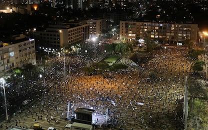 Coronavirus, protesta a Tel Aviv mantenendo distanza. FOTO