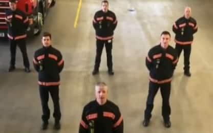 Coronavirus, vigili del fuoco inglesi cantano Bella ciao per l'Italia