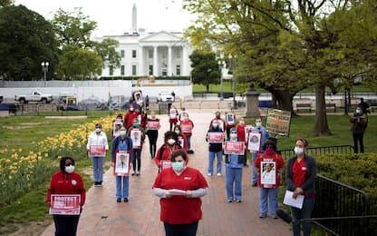 Coronavirus Usa, protesta infermieri alla Casa Bianca. FOTO