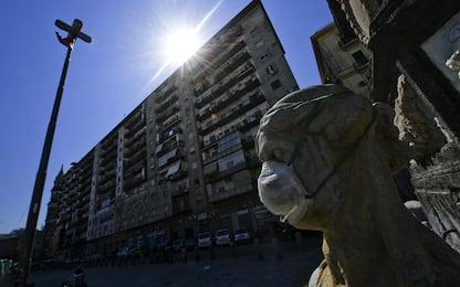 Coronavirus, le statue con le mascherine. FOTO