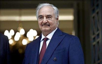 Libia, il generale Haftar si autoproclama leader del Paese