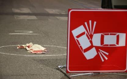Cuneo, auto fuori strada sulla A6 tra Fossano e Marene: muore 80enne