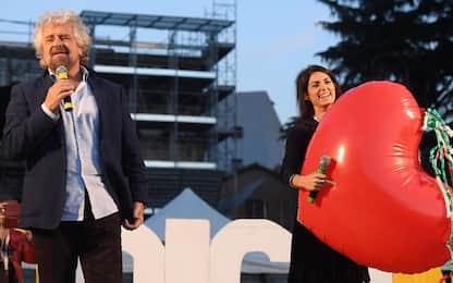 """Grillo: """"Chi è contro Raggi è contro il M5S"""". Il sindaco: vado avanti"""