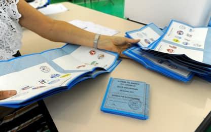 Elezioni comunali, ballottaggi: crolla l'affluenza, è al 46%