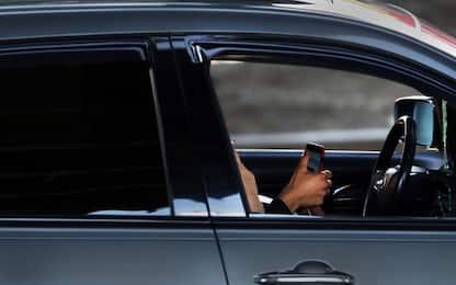 """La proposta di Polstrada: """"Ritiro patente immediato per uso cellulare"""""""