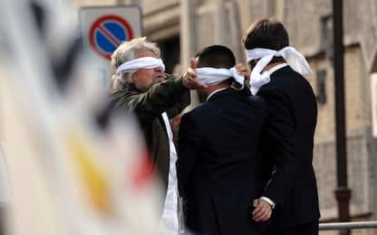 Rosatellum, Senato: ok a 5 fiducie. Proteste in Aula, Grillo in piazza