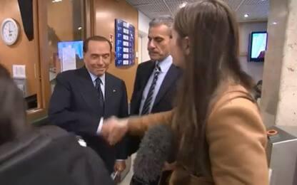 """Berlusconi a inviata Bbc: """"Stringi mano così forte? Nessuno ti sposa"""""""