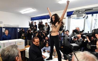 """Elezioni 2018, Berlusconi contestato da """"Femen"""" al seggio. VIDEO"""