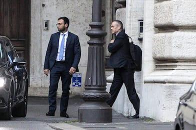 Governo, torna ipotesi Lega-M5s. Cottarelli atteso al Colle