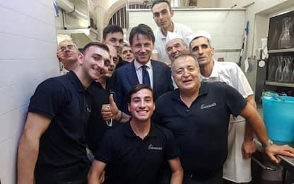 Premier Giuseppe Conte in pizzeria