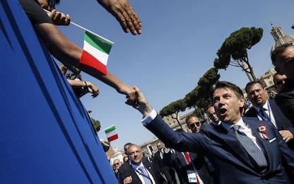 """2 giugno, applausi per Mattarella. Conte: """"Ora passiamo ai fatti"""""""
