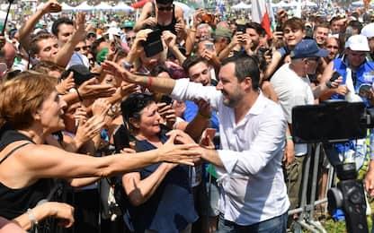 Migranti, Salvini a Pontida: su porti decido io. Sono e restano chiusi