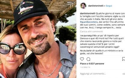 Polemiche per selfie al mare di Toninelli, FI chiede dimissioni