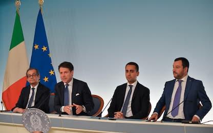"""Manovra, scontro Lega-M5s sui tagli. Di Maio: """"Ho firmato con Salvini"""""""