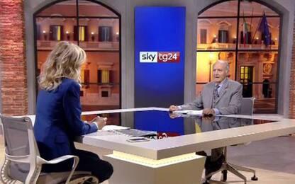Manovra, Paolo Savona a Sky tg24: non la cambiamo per lo spread