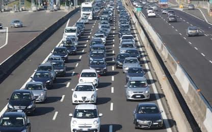 Incidente sull'autostrada A21: scontro tra tir, muore autista 57enne