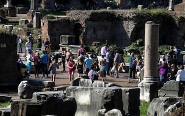 turisti_roma_lapresse