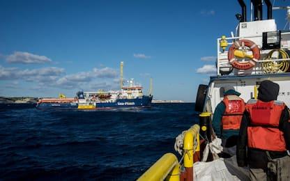 Migranti, sondaggio per Sky TG24: giusto chiudere i porti?