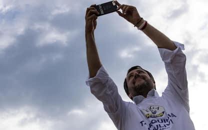 """Salvini """"beffato"""" da video e selfie di finti supporter: tutti i casi"""