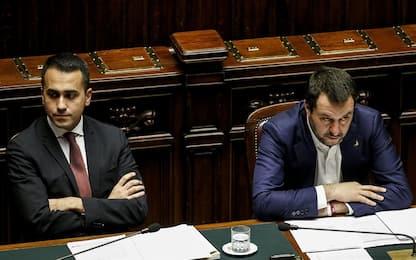 """Salvini e il pupazzo di Zorro, Di Maio: """"Io giocavo con le macchinine"""""""