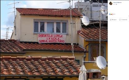 """Firenze, striscione contro Salvini: """"Portatela lunga la scala"""""""