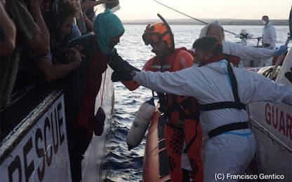 Open Arms davanti a Lampedusa, ma è stallo sullo sbarco