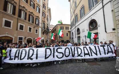 Fdi e Lega in piazza contro il governo. Le immagini dall'alto: video