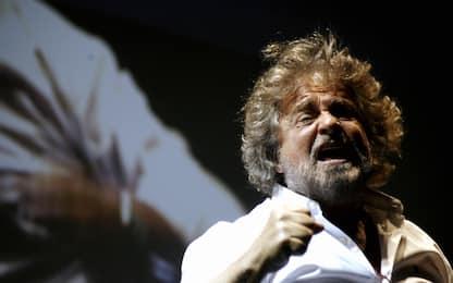 """Beppe Grillo annulla il tour 'Terrapiattista': """"Mi devo operare"""""""