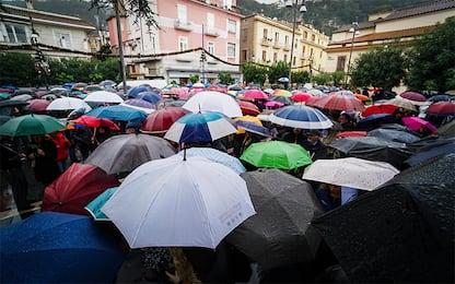 """Perugia, popolo delle Sardine intona """"Bella ciao"""" per Salvini. VIDEO"""