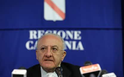 """Covid Campania, la diretta di De Luca: """"Da lunedì chiudiamo le scuole"""""""