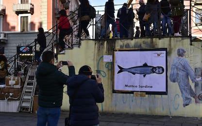 Milano, nuova provocazione di Tvboy contro Salvini