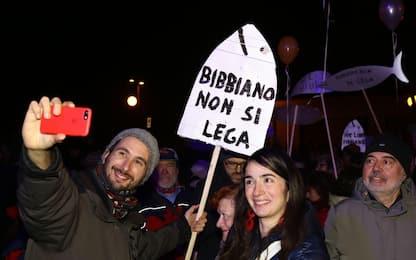 Bibbiano, Sardine in piazza a pochi metri da comizio Salvini
