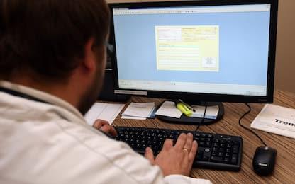 Italiani più attenti alla salute, 2 su 3 si rivolgono al dottor Google